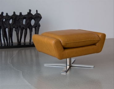 REAL LEATHER FOOTSTOOL / POUFFE + STAINLESS STEEL BASE. Illustration in leather tan.