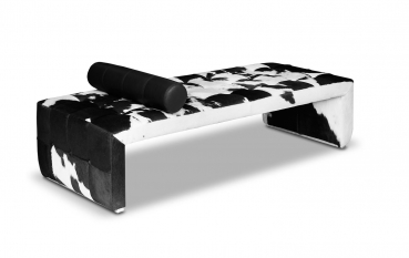 Cow skin Chaiselongue, Bauhaus Daybed, leather Récamière . Illustration real cow skin black-white.