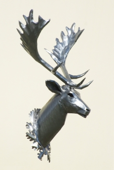 Red deer wall trophy handmade in stainless steel. L78 x H150 x W95 cm.