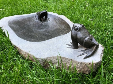 Stone bird bath with 2 frogs handmade by Remembrance Chikuruwo in Zimbabwe. 58 x 35 cm /22 kg.