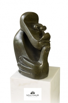 "Shona Art stone sculpture ""In deep thoughts"" handmade in Zimbabwe. Serpentin Stein."
