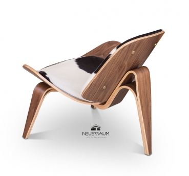 Valnut lounge chair with real cow skin. Available in cow skin brown or black.