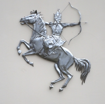 Medieval rider wall relief handmade in stainless steel. W 121 x H 85 x D 4 cm.