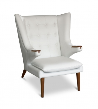 Leather armrest wing chair in leather white with walnut wood.