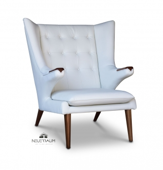 Leather armrest wing chair in leather white with solid walnut wood.
