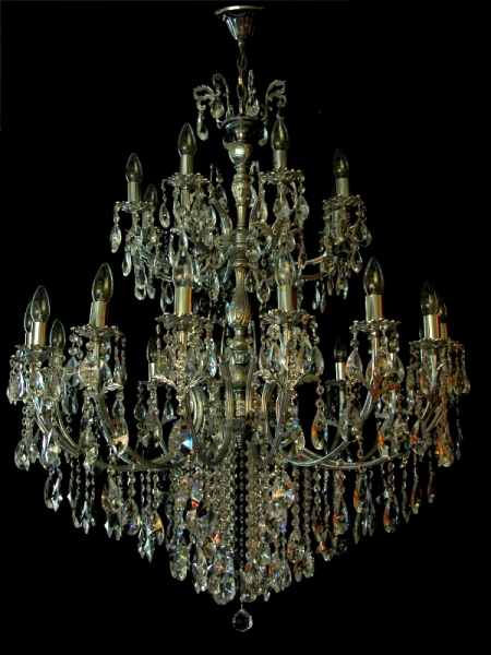 The coronation of chandeliers: 24 lights and two floors - Amazing!